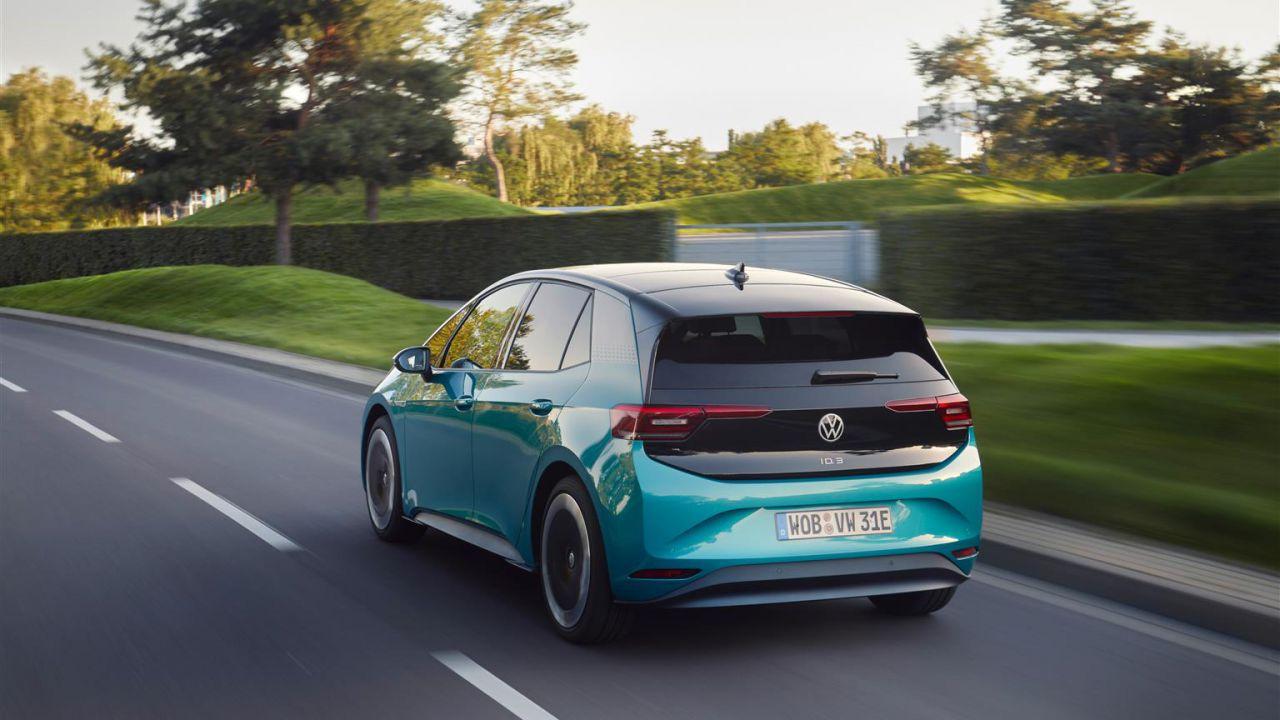 La Volkswagen ID.3 è l'auto elettrica più venduta in Europa, superata la Tesla Model 3