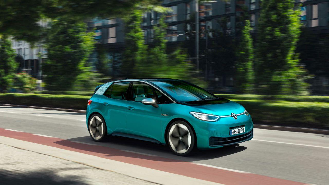 La Volkswagen ID.3 vende più della Tesla Model 3: il sorpasso in Norvegia