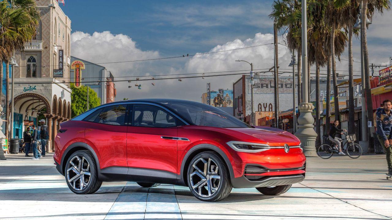 La Volkswagen ID.4 debutta a New York: ad aprile il nuovo crossover elettrico