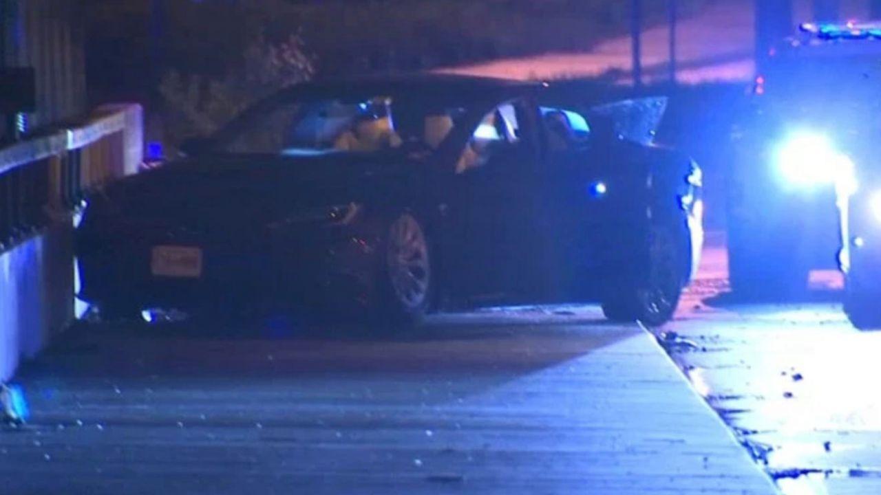 Ladri assaltano uno store Tesla e scappano con tre auto: l'inseguimento è da Far West