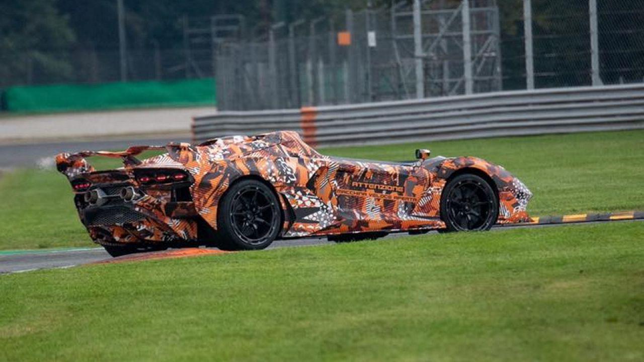 Lamborghini stuzzica i fan col prototipo di una speedster