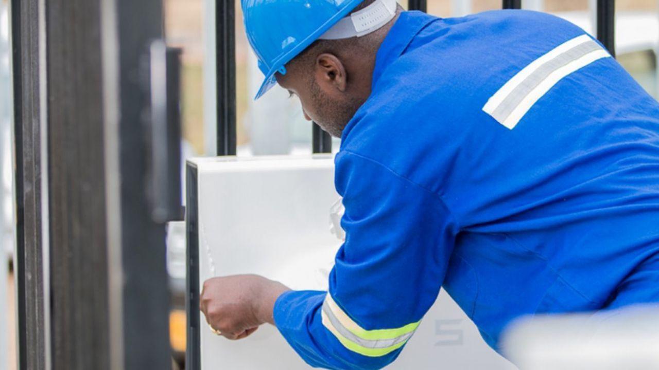 Le batterie Tesla alimenteranno le telecomunicazioni in Africa