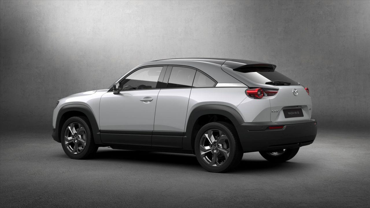 Le grandi batterie inquinano più dei motori diesel: Mazda difende l'autonomia della MX-30