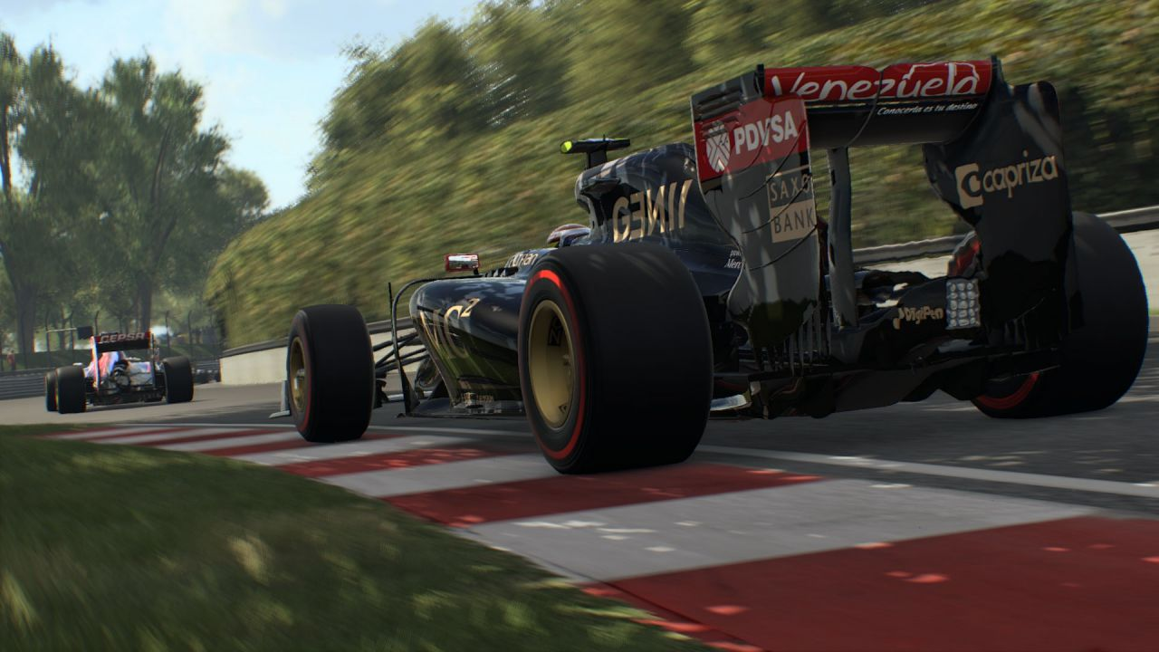 Le monoposto di F1 2015 sfrecciano in questi due video tratti dalla versione PC
