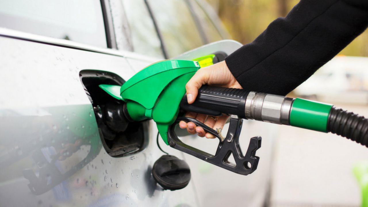 Le pompe di benzina come i pacchetti di sigarette: foto tragiche contro i carburanti