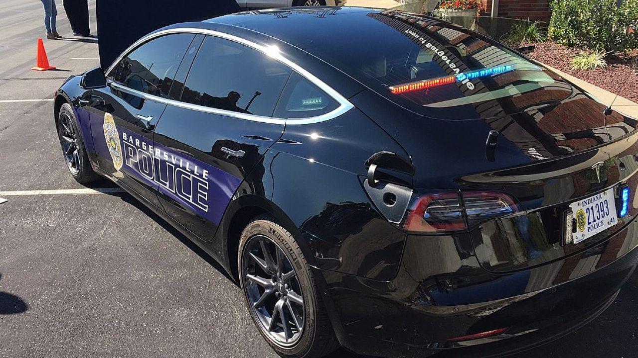 Le Tesla Model 3 della polizia facilitano le assunzioni di personale