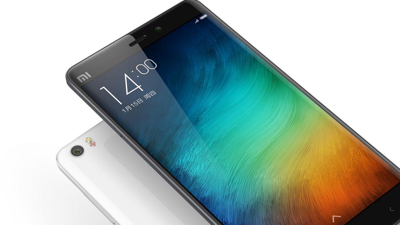 Mercato smartphone si contrae, giù Apple