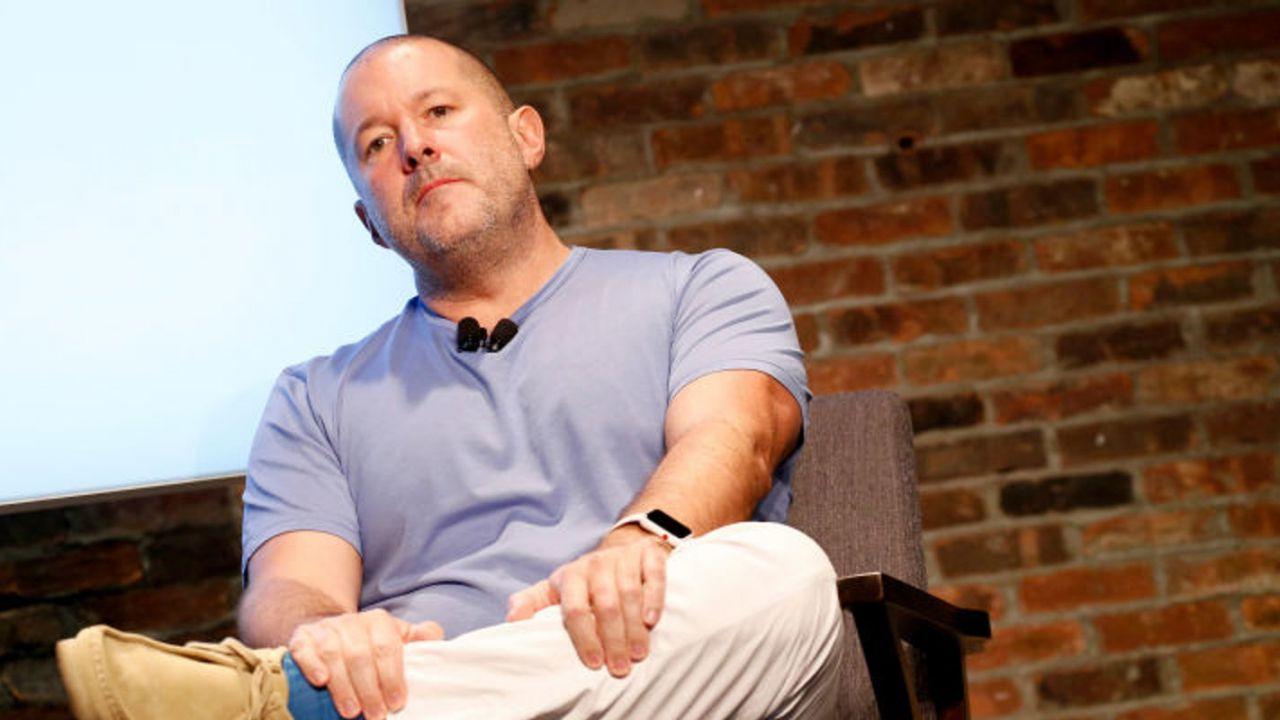 Lo storico designer di Apple, Jony Ive, lavorerà per Airbnb