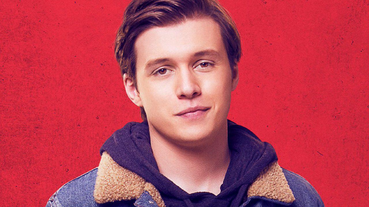 Love, Simon: Nick Robinson immerso nel rosso del poster ...
