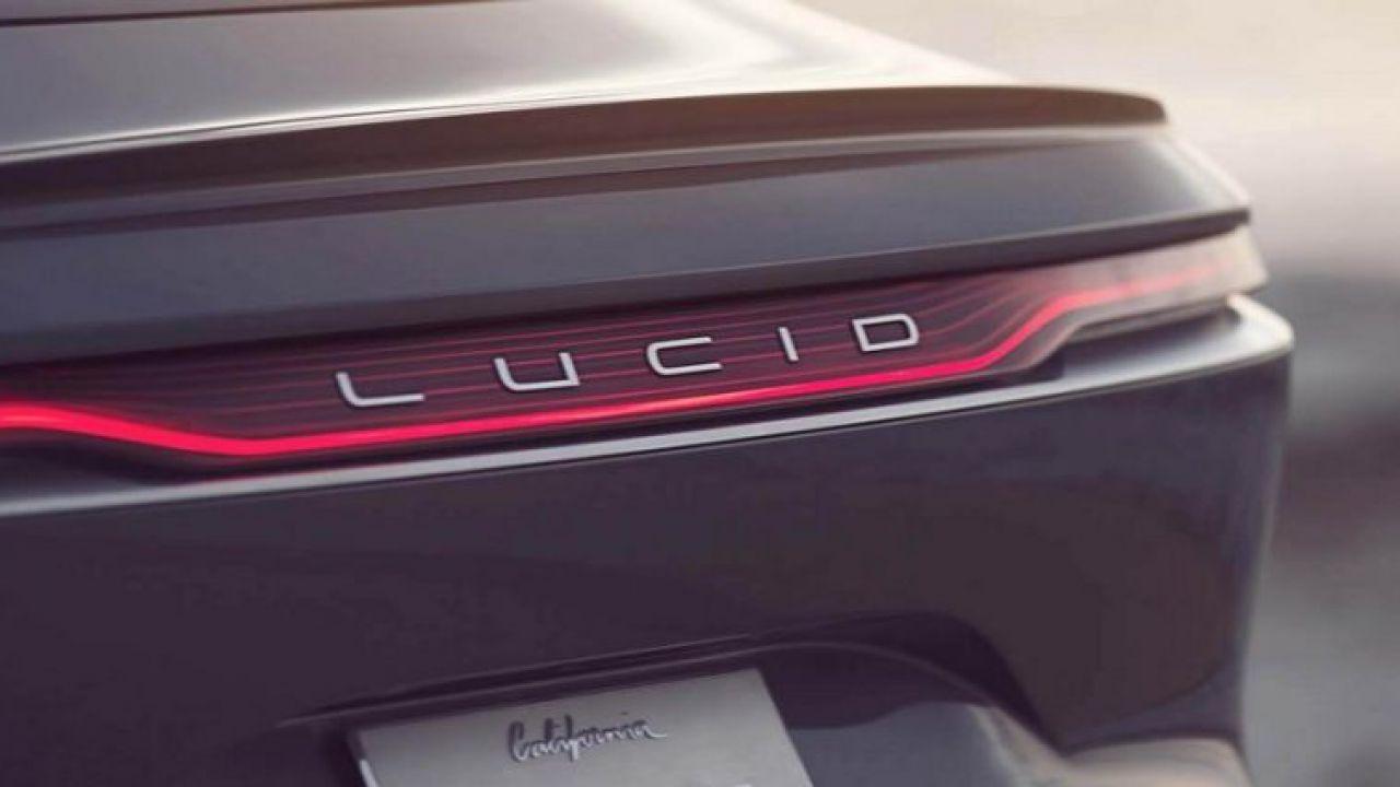 Lucid prepara un SUV elettrico, emergono le prime foto spia