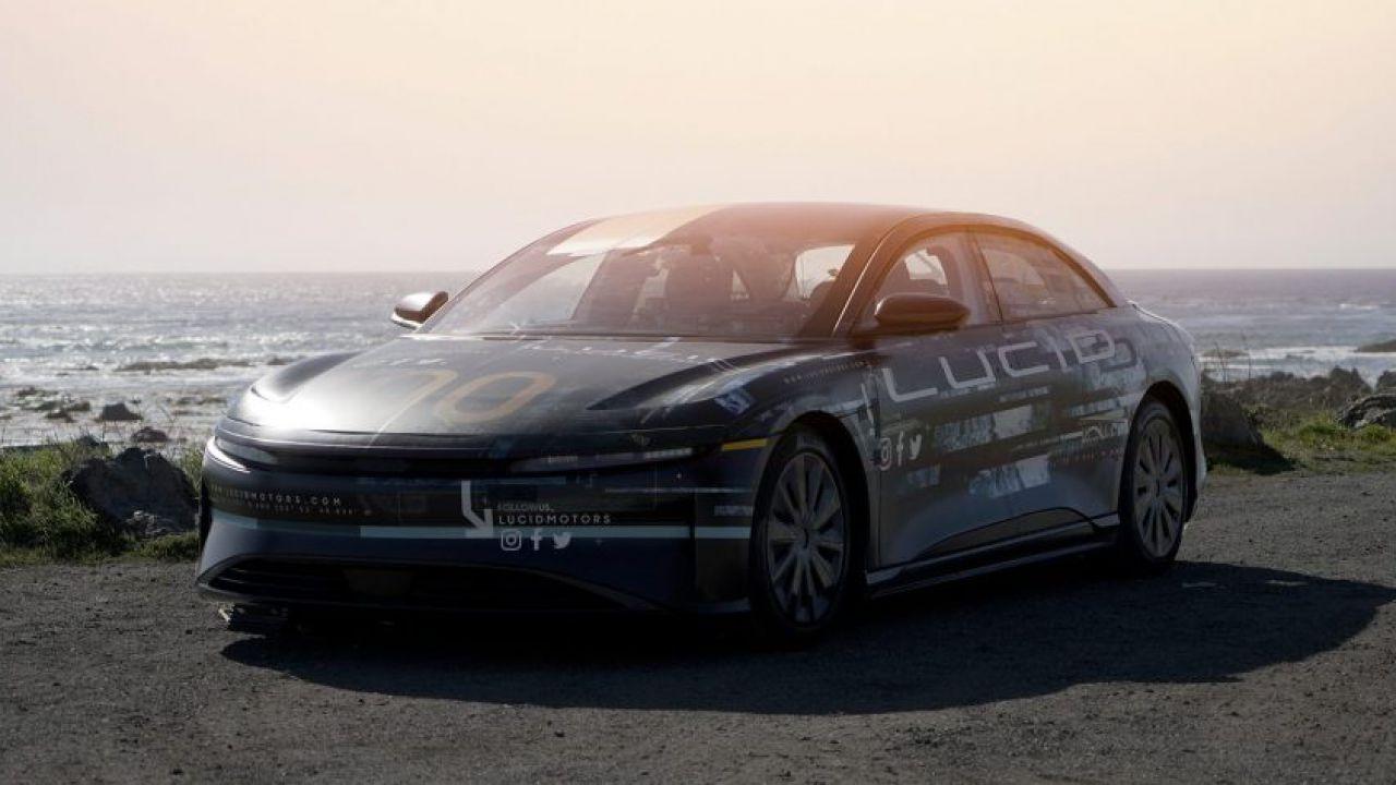 Lucid sfida Tesla tramite un sistema di guida autonoma proprietario