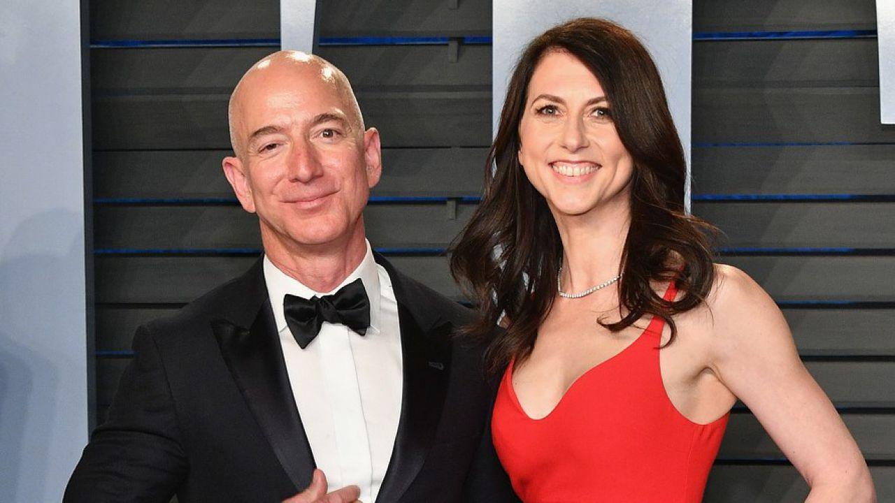 MacKenzie Bezos dona metà del patrimonio in beneficenza, Jeff applaude