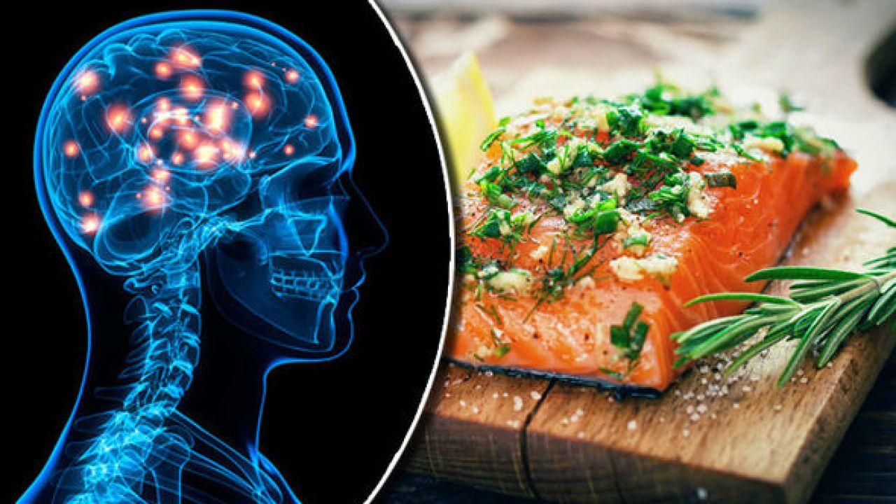 Mangiare del pesce fa davvero bene al cervello? La risposta della scienza