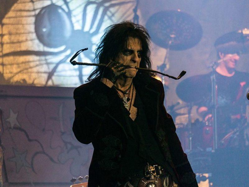 Marilyn Manson, Alice Cooper commenta le accuse al cantautore