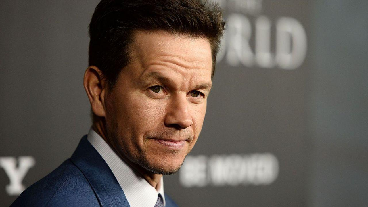 Mark Wahlberg mette in mostra le sue doti, ma non si tratta di quelle attoriali