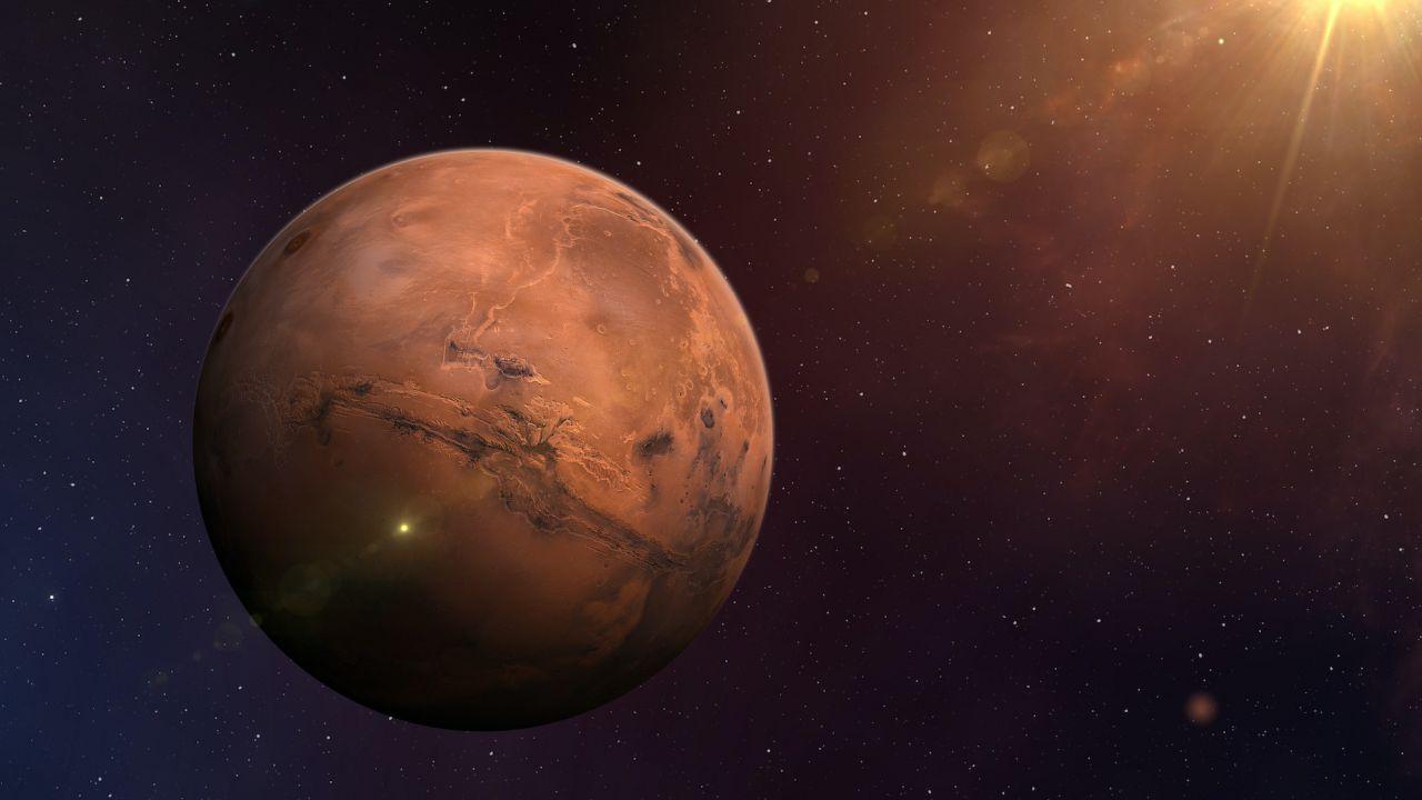Marte è così vicino che puoi vedere la sua superficie dal tuo giardino