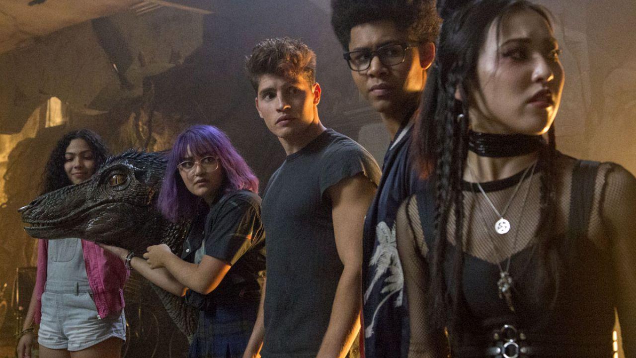 Marvel's Runaways: Elizabeth Hurley rivela che la terza stagione avrà tinte horror