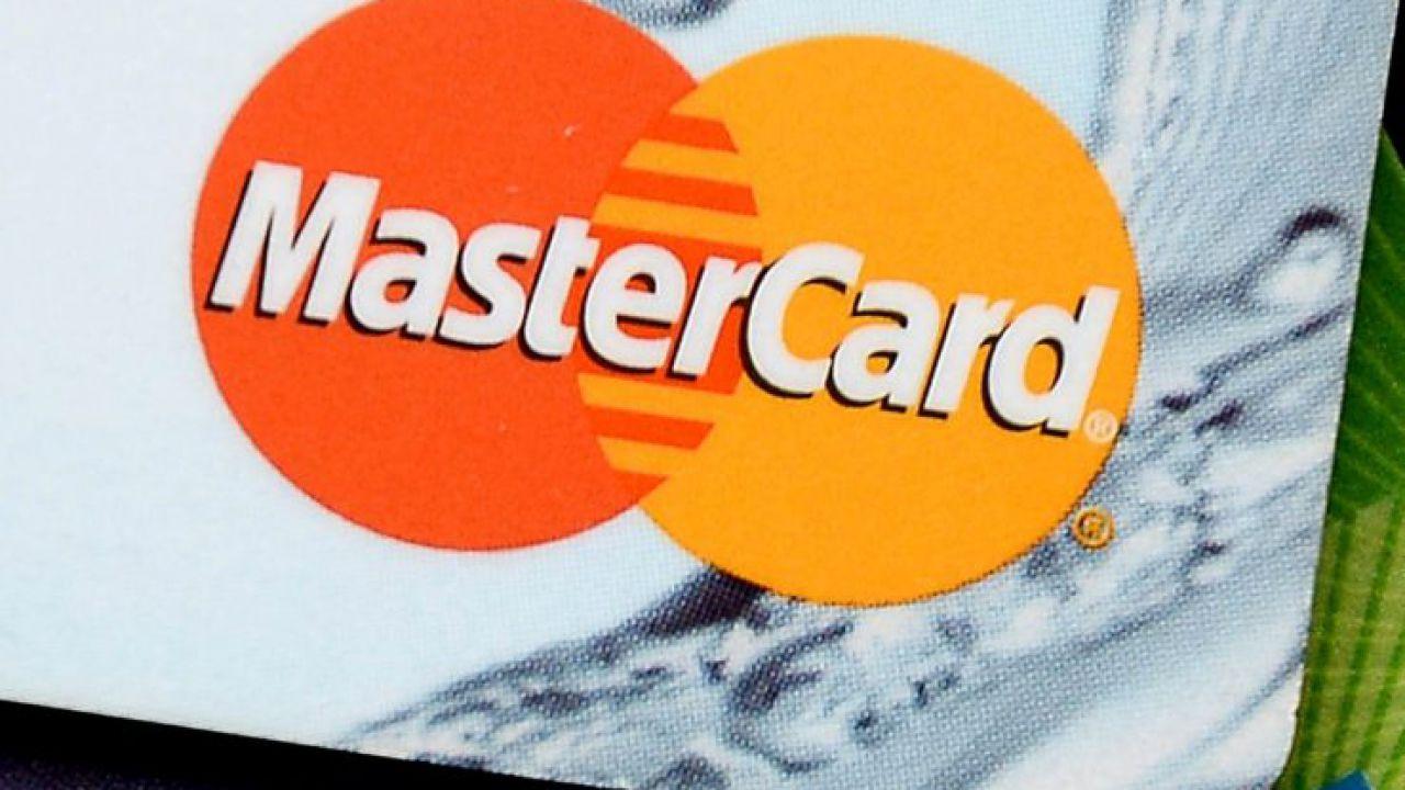 Mastercard e Visa chiudono i ponti con Pornhub: bloccati i pagamenti