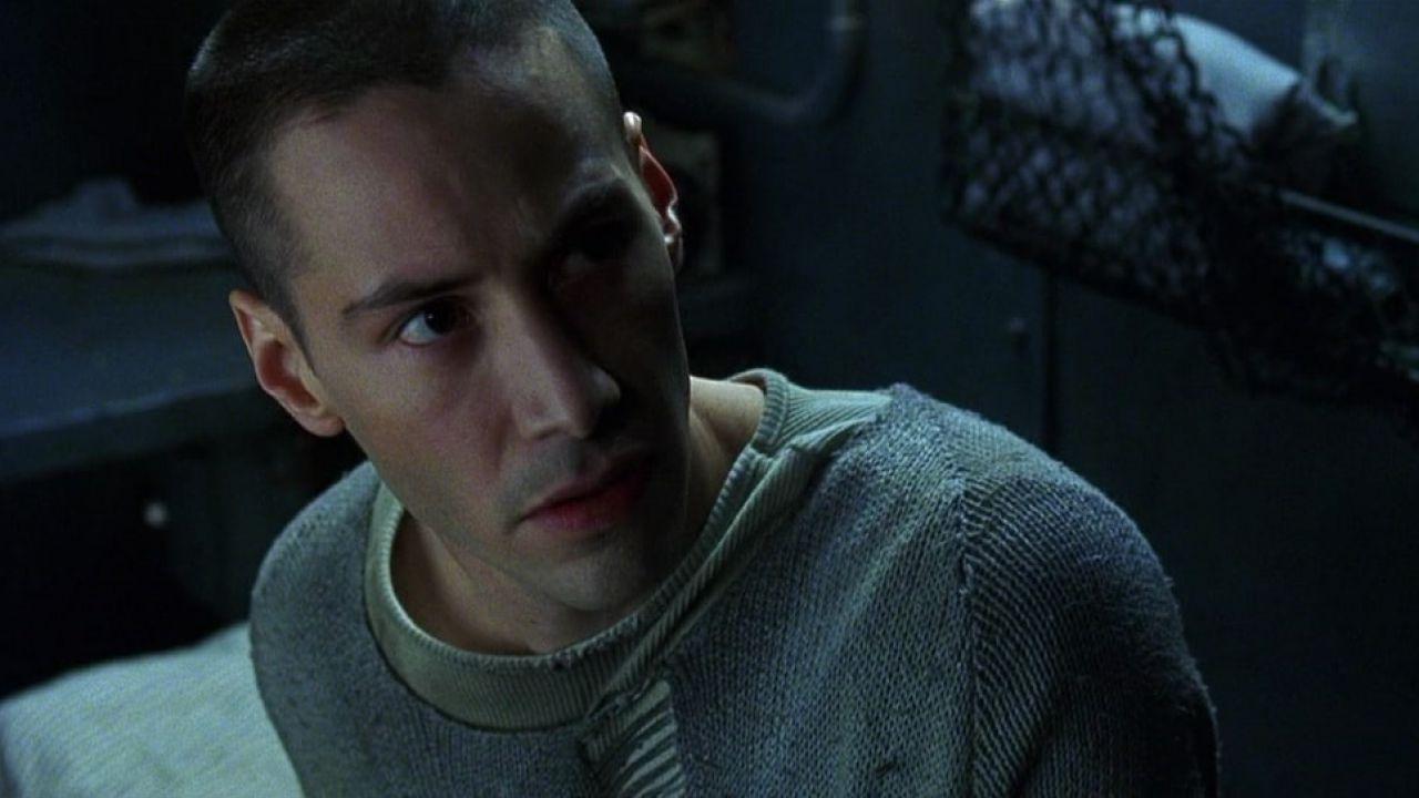Matrix 4: Keanu Reeves torna calvo per interpretare Neo, ecco le foto