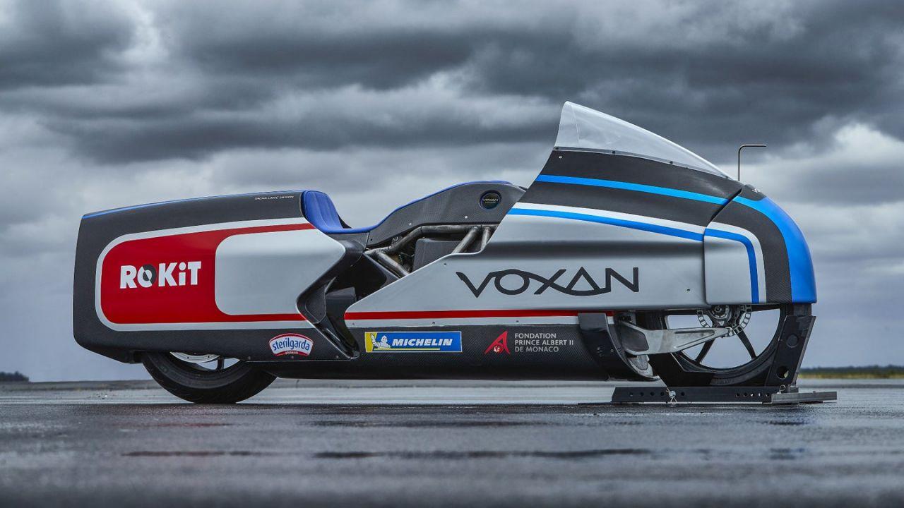 Max Biaggi va a 409 km/h su una moto elettrica: è record assoluto