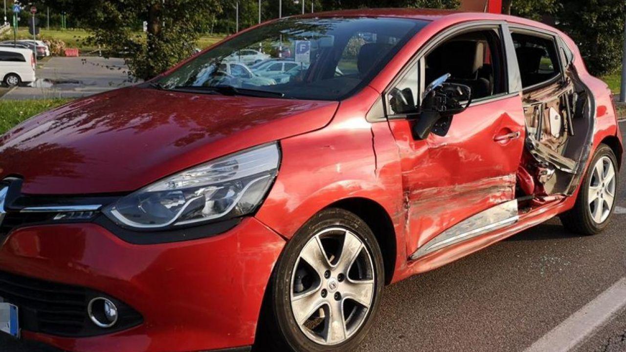 Maxi truffa alle assicurazioni: anche una 93enne deceduta alla guida di un Porsche Cayenne