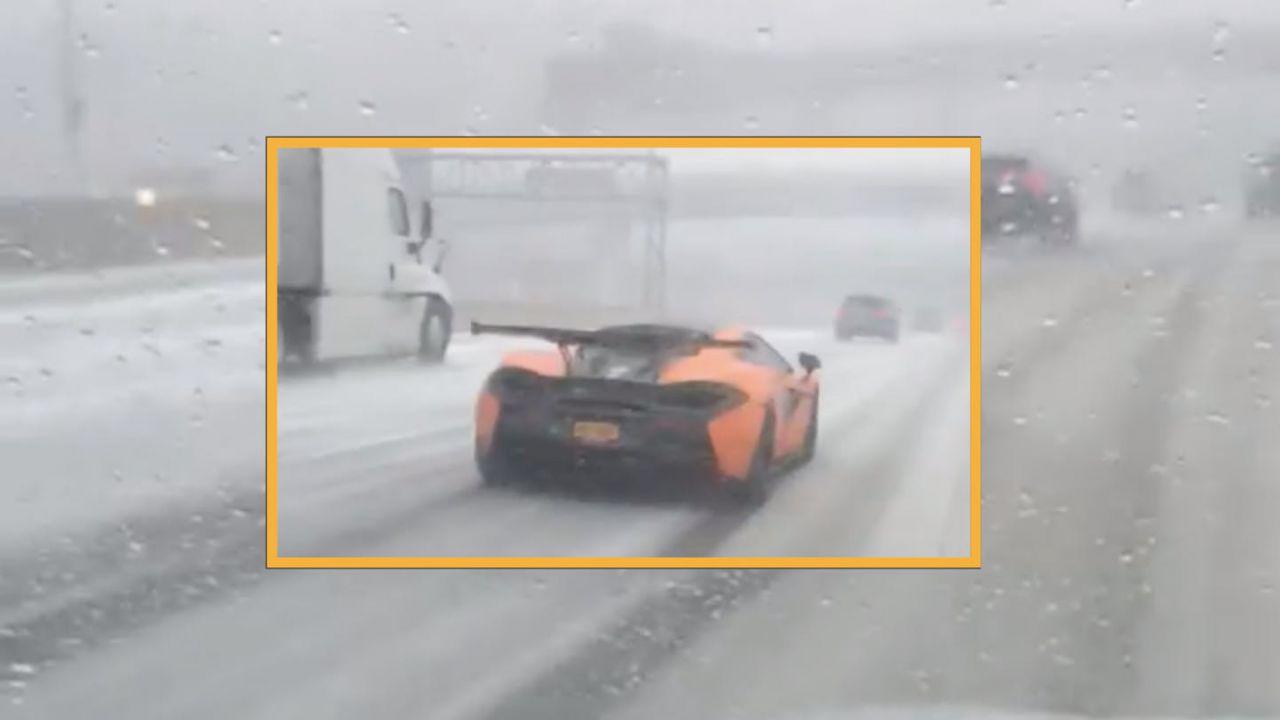 McLaren in difficoltà prova a non schiantarsi sulla strada ghiacciata: il video