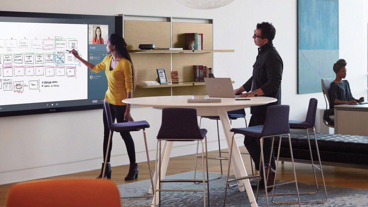 Microsoft presenta steelcase ecco l 39 ufficio smart del futuro for L ufficio