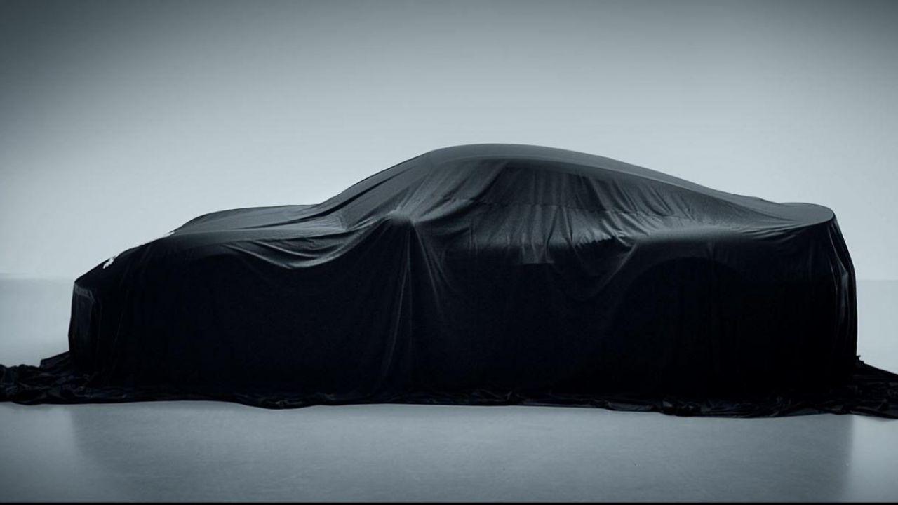 Misteriosa Porsche 911 GT si nasconde sotto un velo: di cosa si tratta?