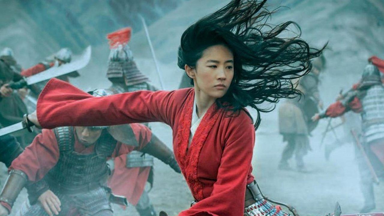 Mulan, un esercente francese distrugge il cartellone del film Disney: il video è virale