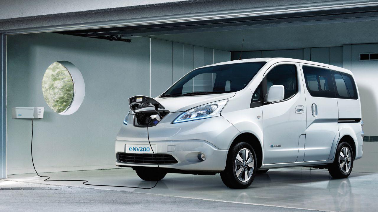 Nei Laboratori Del Gran Sasso Si Gira In Nissan Evalia Elettrica E Da 7 Posti