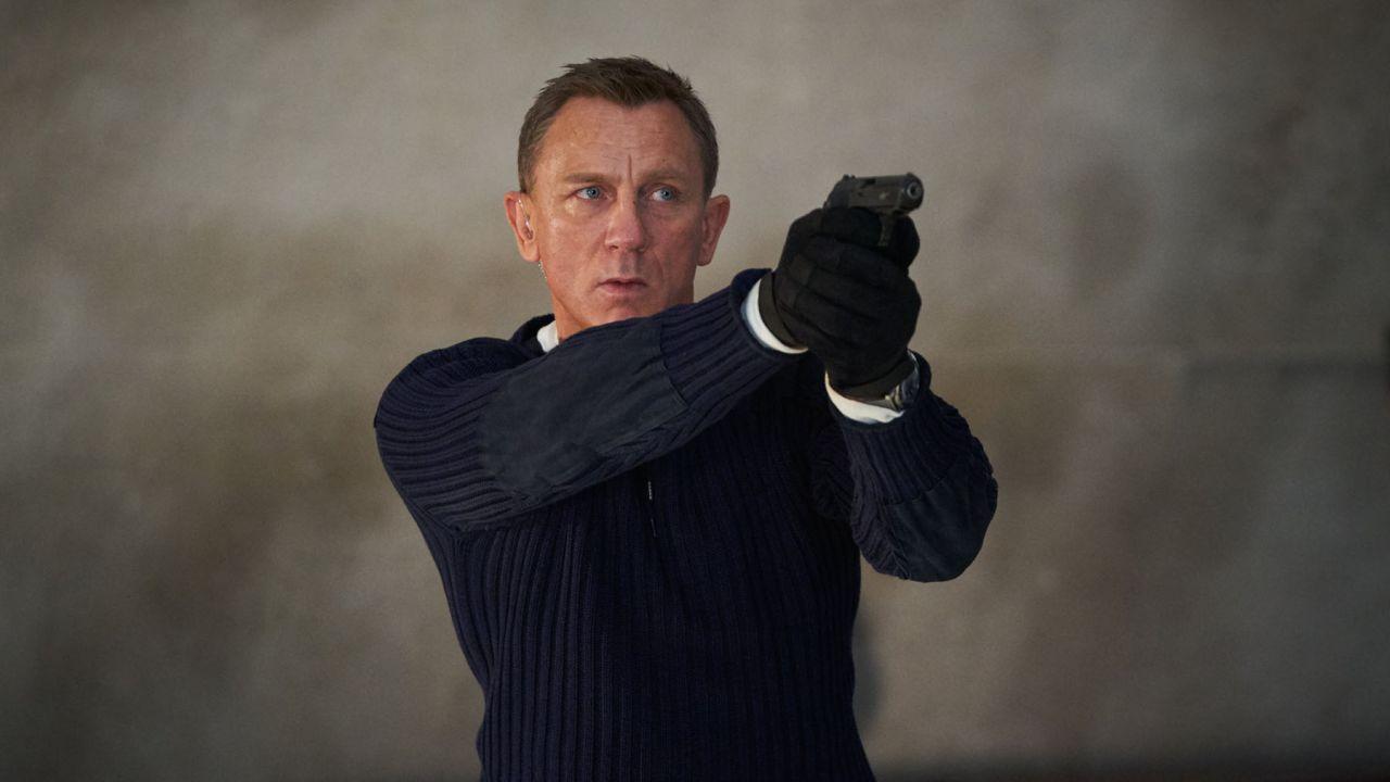 No Time To Die: James Bond all'MI6 in una foto del backstage
