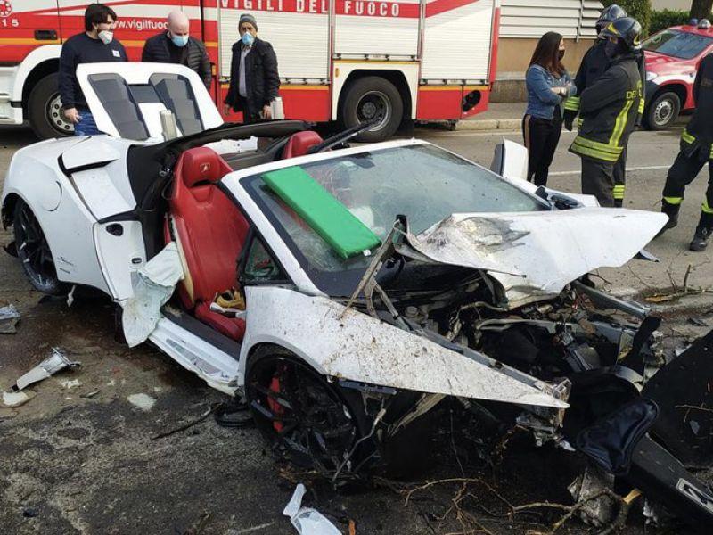 Noleggiano una Lamborghini per qualche ora e la distruggono: le immagini