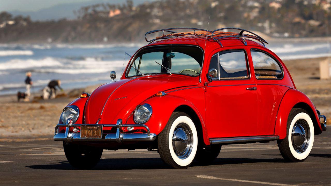 Non cambia il suo Maggiolino da 52 anni, Volkswagen glielo restaura gratis