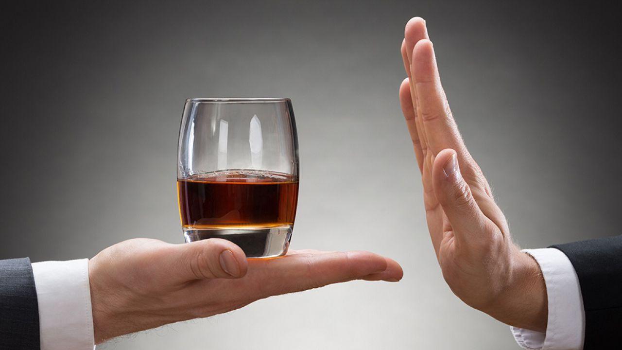 Non dobbiamo essere bevitori perché il nostro cervello sia influenzato dall'alcolismo