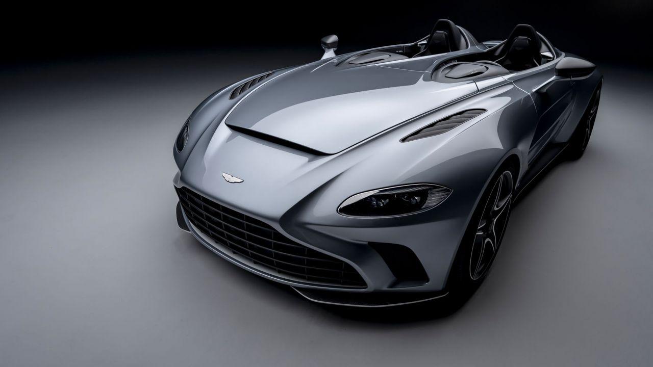 Nuova Aston Martin V-12 Speedster: a 300 km/h senza parabrezza