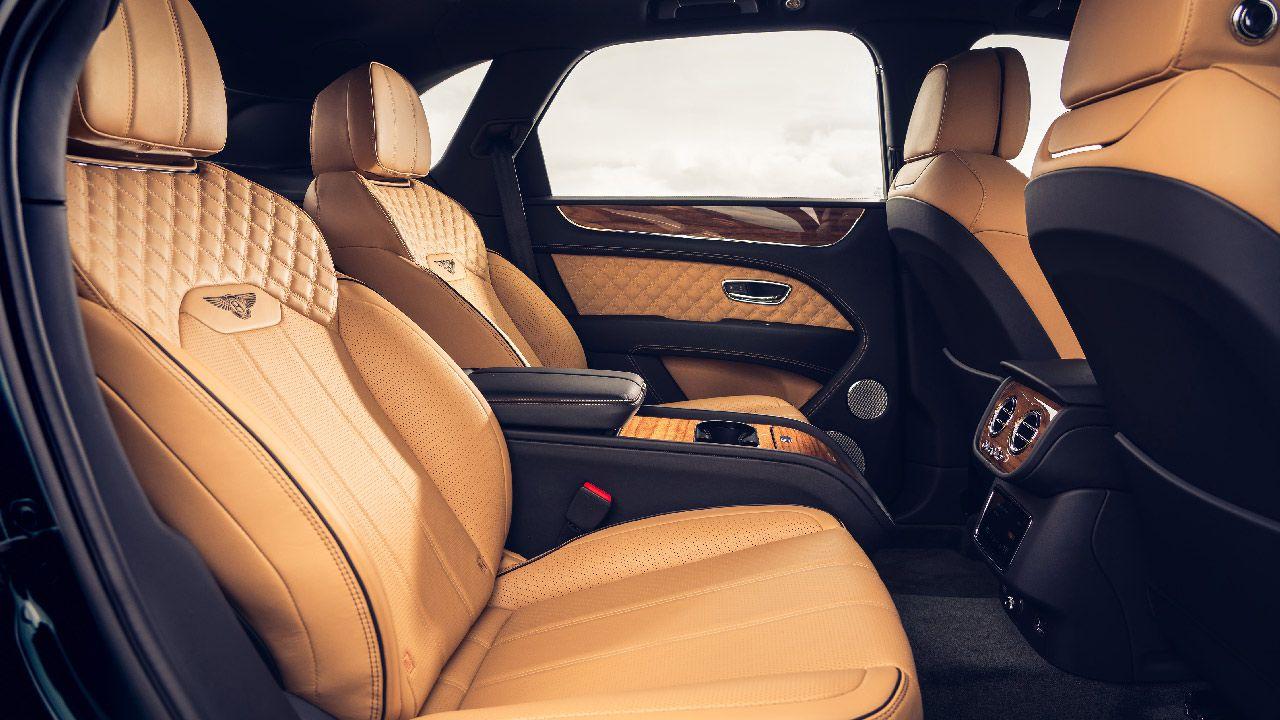 Nuova Bentley Bentayga quattro posti: un salotto su ruote