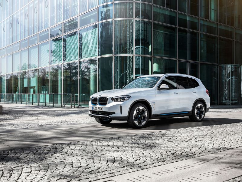 Nuova BMW iX3 elettrica, ufficiale il SUV con 460 km di autonomia