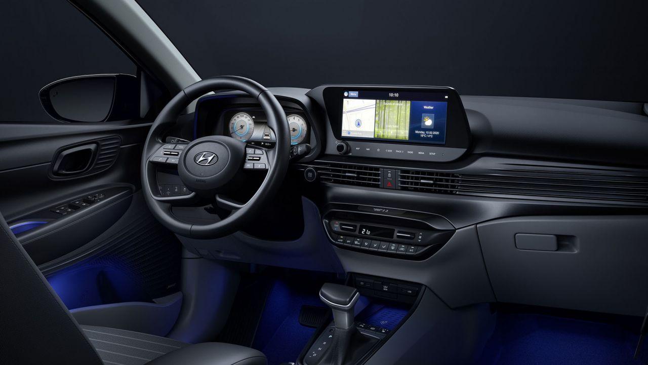 Nuova Hyundai i20: prima foto della plancia con doppio schermo da 10,25'