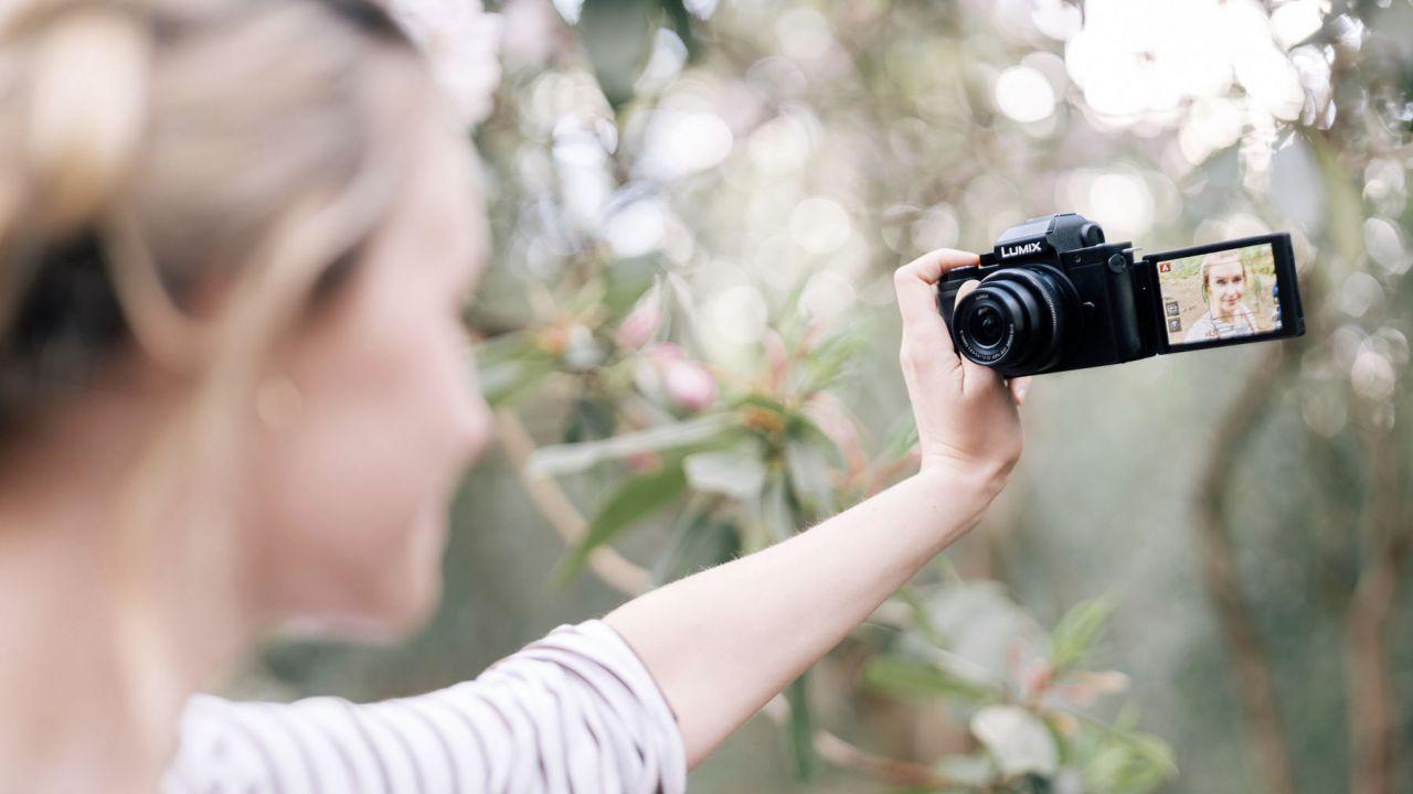 Nuova Panasonic Lumix G100, la mirrorless con audio OZO dedicata ai vlogger