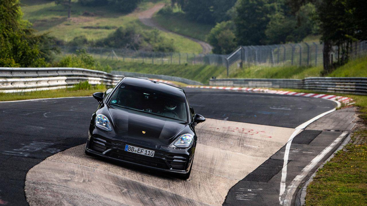 Nuova Porsche Panamera regina del Nürburgring: è record di categoria