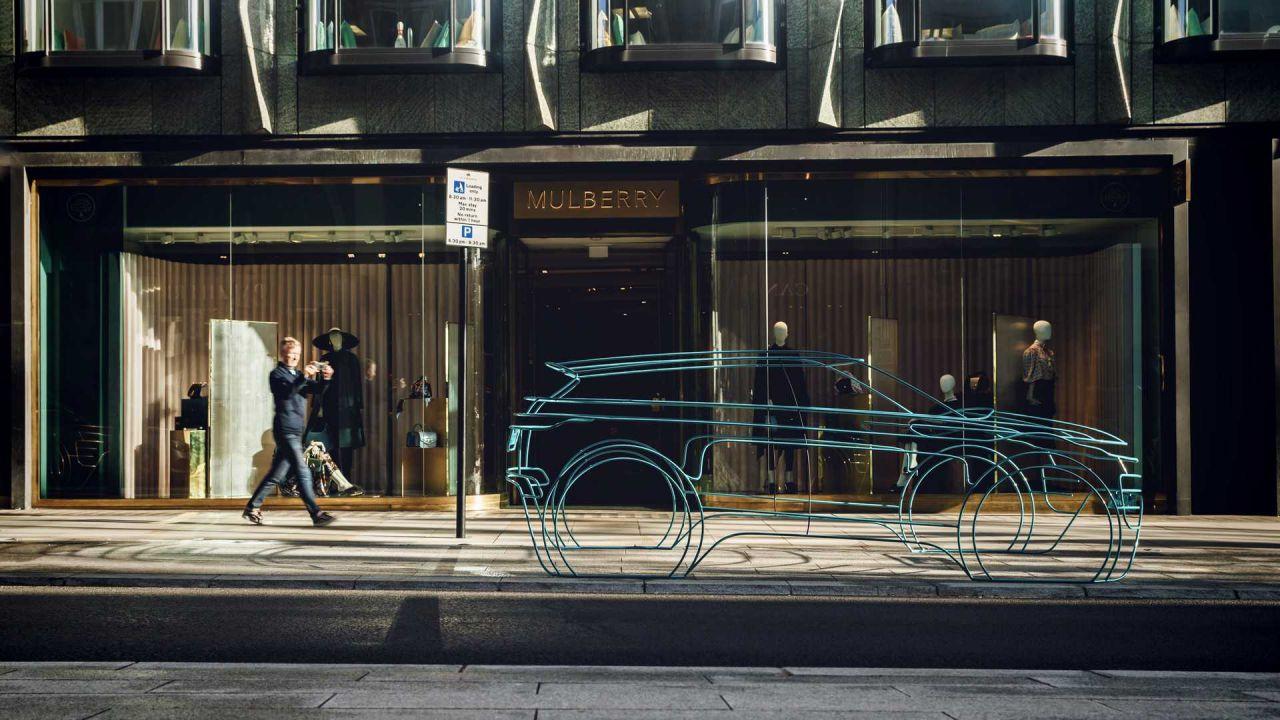 Nuova Range Rover Evoque: il SUV si prepara al debutto invadendo Londra
