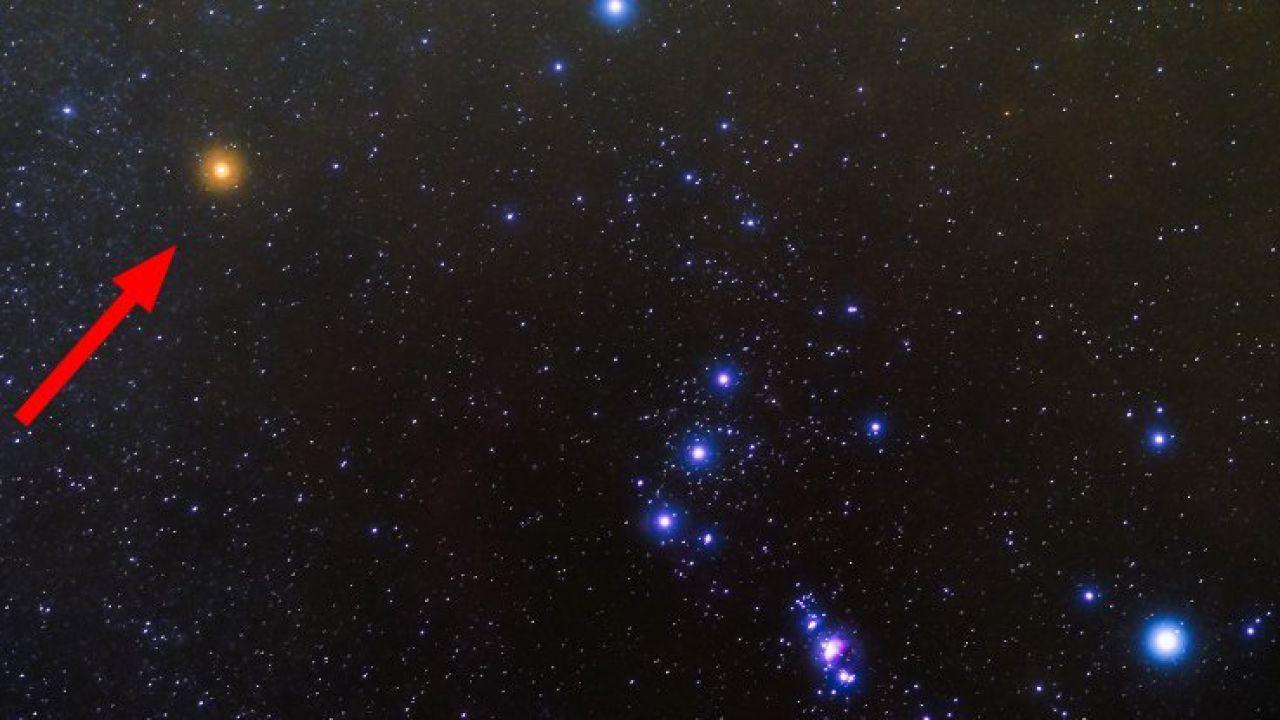 Nuove rivelazioni su Betelgeuse: la stella è più piccola e giovane del previsto!