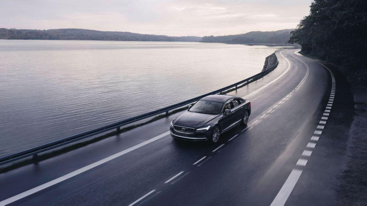 Nuove Volvo S90 e V90, mild hybrid e con impianto audio con cancellazione del rumore