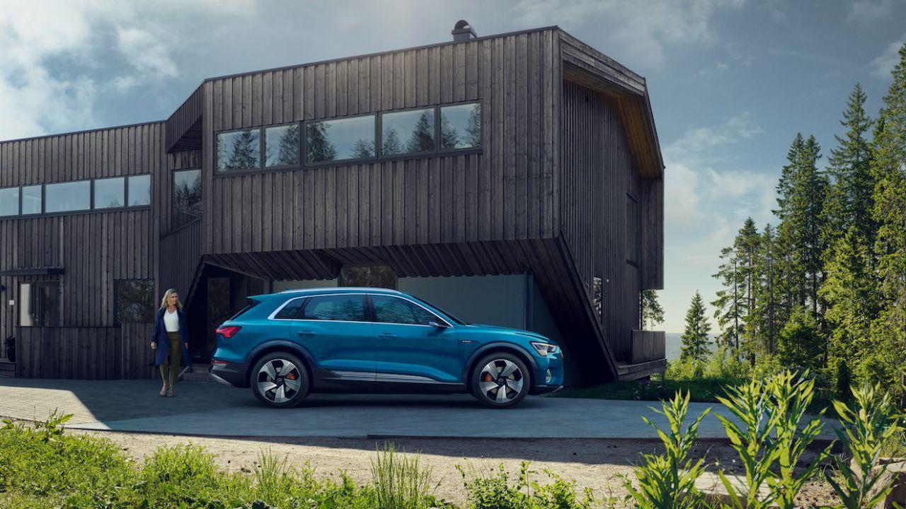 Nuovi guai per Audi: il debutto della e-tron ritardato di un mese