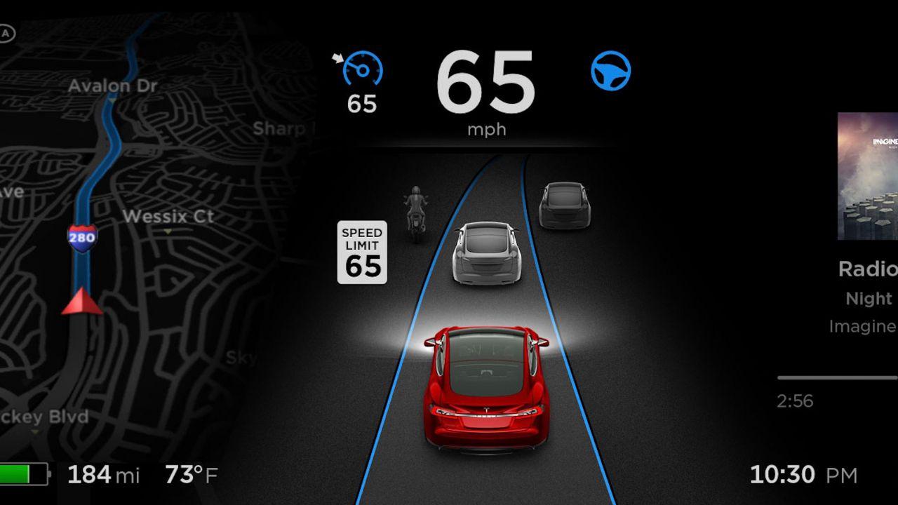Nuovo aggiornamento per le Tesla, ecco tutte le migliorie