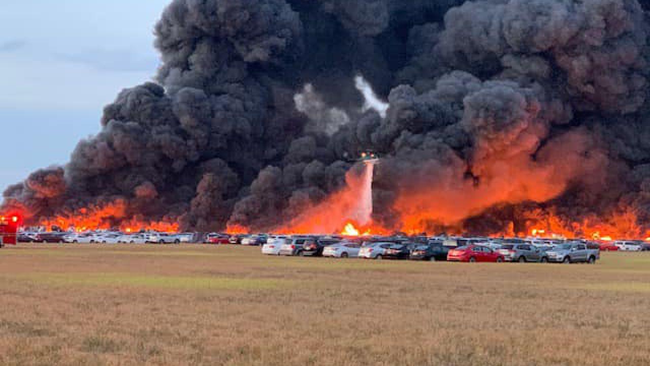 Oltre 3.500 auto distrutte in un incendio in Florida: nello Stato è allarme