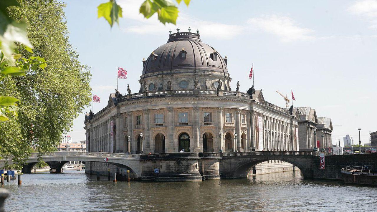 Oltre settanta opere d'arte di valore inestimabile misteriosamente vandalizzate a Berlino