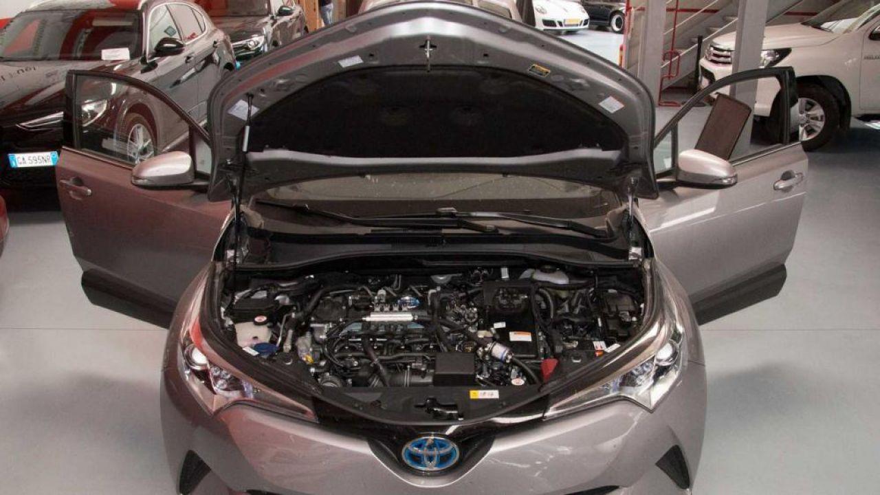 Omologato il primo kit ibrido a metano su una Toyota C-HR: il MIT dice di sì