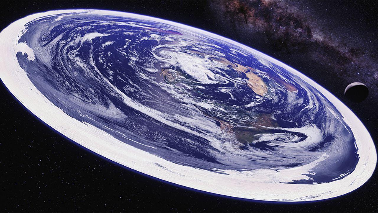 Ora i terrapiattisti si scagliano contro Apollo 11: 'l'uomo non è stato sulla Luna'