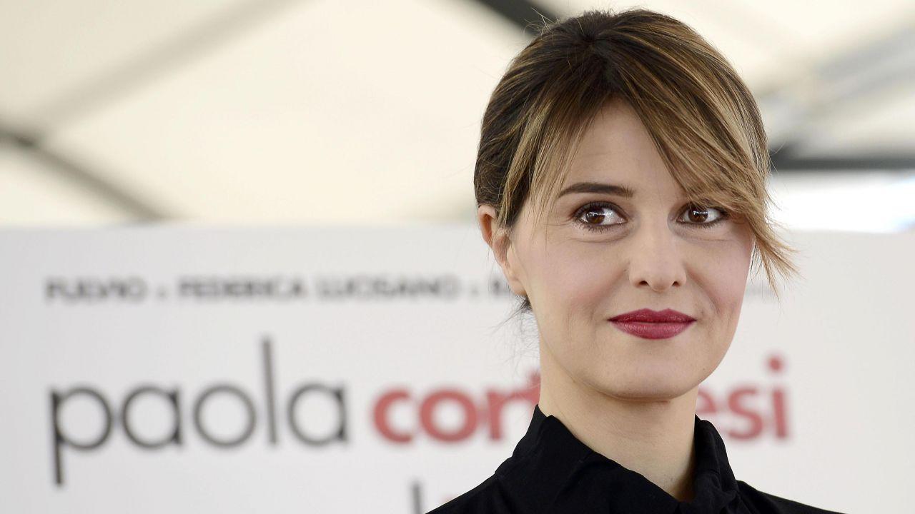 Paola Cortellesi recita 'Cosa indossavo' per la Giornata contro la violenza sulle donne